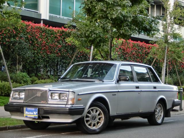 1984(S59)年 ボルボ 240セダン D車 左H GLT 【角目四灯】メッキモール仕様 これぞ帝人ボルボ